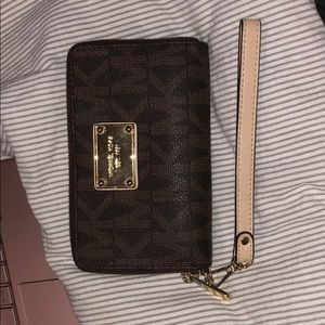 Michael Korda Jet Set Wrist wallet